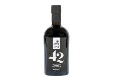 42 Premium Blend extra virgin olive oil - Huile d'olive vierge extra élaborée avec 42 variétés d'olives, sélectionnées dans le monde entier et cultivées sur les terres grecques.<br><br>Sélectionné pour le positionnement original lié aux ingrédients qui composent le produit.<br>