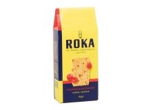 Roka cheddar cheese crispies with raspberry - Feuilletés au fromage et fruit.<br><br>Sélectionné pour le goût nouveau du produit : mélange de fromage et de fruit.<br>