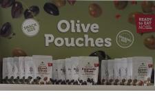 """Olive Pouches/Snacks (no brine) - La meilleure façon de déguster des olives - sans liquide! Nos olives sont légèrement marinées avec une touche d'huile d'olive et d'épices, et emballées dans un sachet """"snack pack."""" Divers formats (pillow, doy) et taille. Produits de longue durée a température ambiante."""