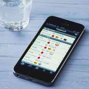 Un smartphone avec une app sur l'alimentation